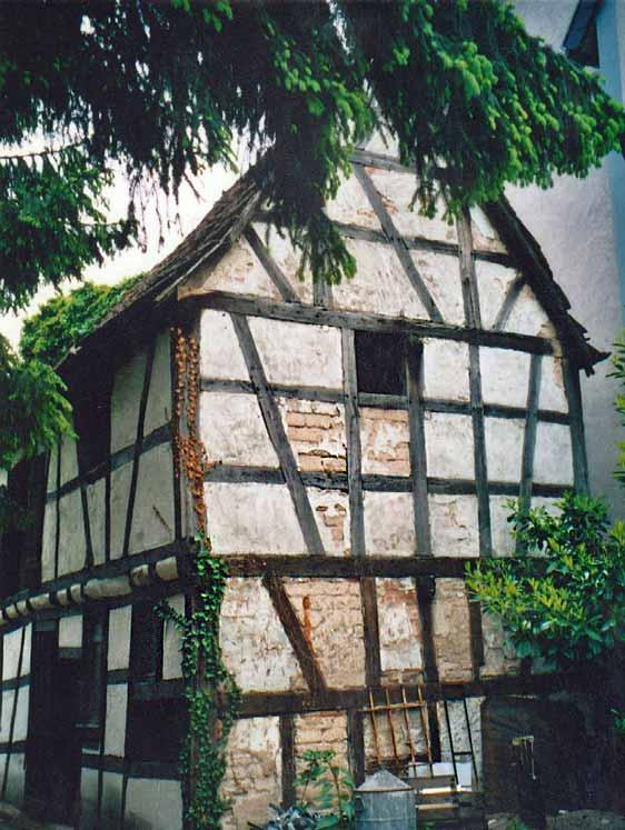 Hexenhaus-alt-front